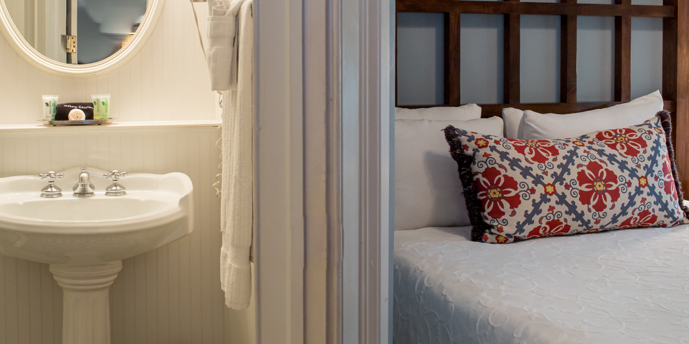 Guest Rooms and Suites in Savannah, Georgia.