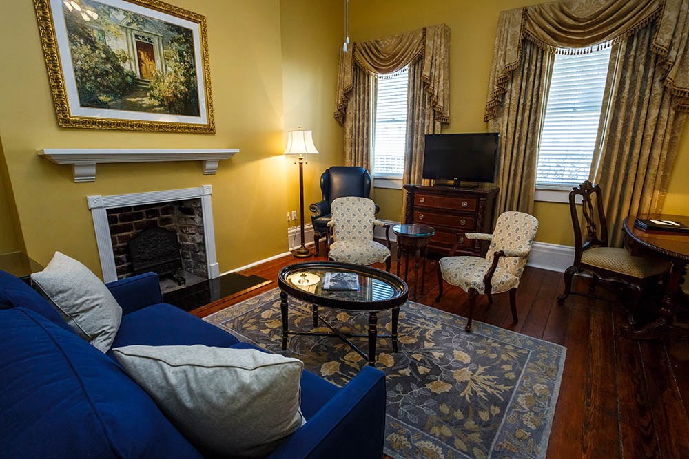 Mary Marshall Suite - Parlor Area